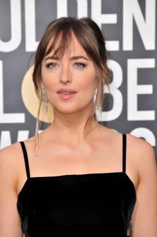 Dakota-Johnson-Stunning-at-2018-Golden-Globe-Awards-Red-Carpet-January-06-2018-4