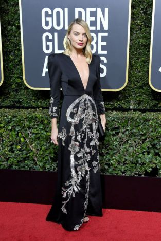 margot-robbie-in-gucci-at-the-golden-globes